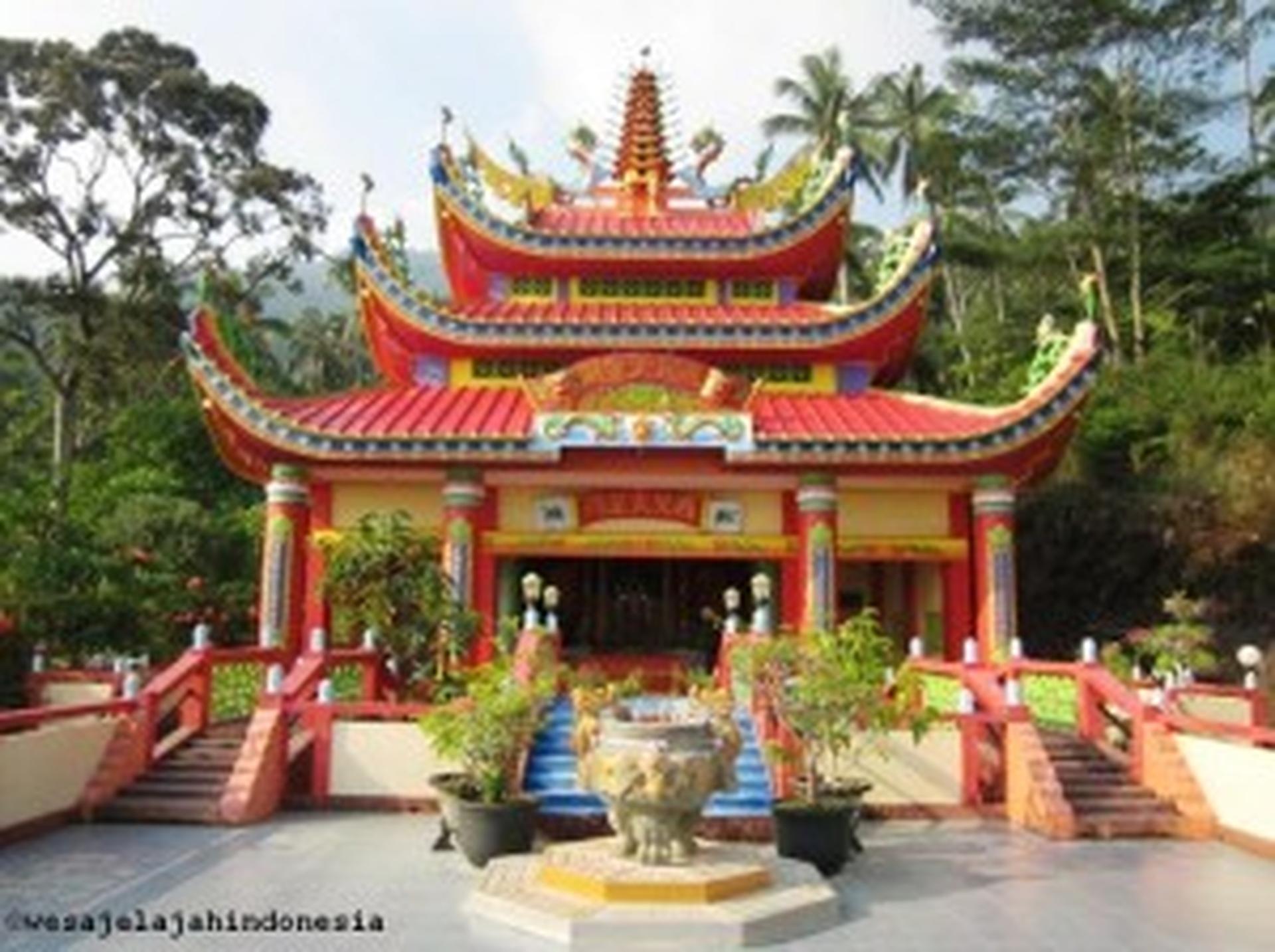 Vihara Surga Neraka Vihara Tertinggi di Kalimantan Barat