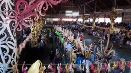 Pesta meriah Acara Mecaq Undat ciri khas suku dayak Kenya